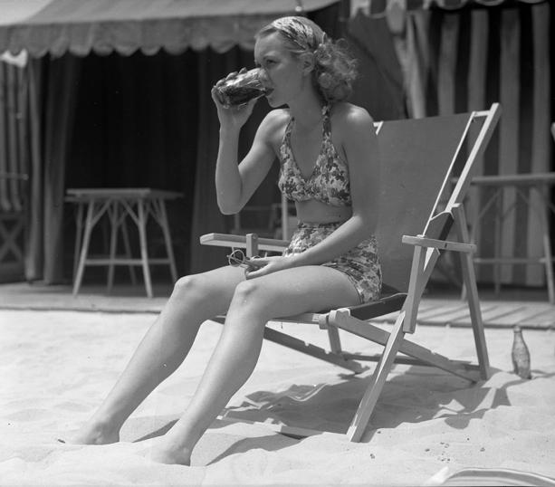 jane wyman 1935 bikini